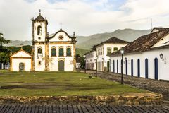Façade d'église de Santa Rita de Cassia dans Paraty image stock