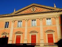 Façade d'un bâtiment austère à Bologna en Emilia Romagna (Italie) Photographie stock libre de droits