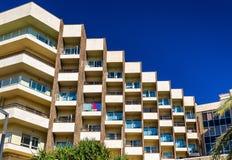 Façade d'un bâtiment résidentiel dans Alicante, Espagne Images stock