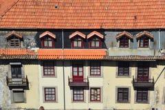 Façade d'un vieux bâtiment à Porto Photo stock