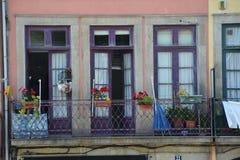 Façade d'un vieux bâtiment à Porto Photographie stock libre de droits