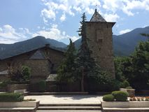 Façade d'une église en pierre images libres de droits