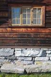 Façade d'une maison norvégienne traditionnelle Images libres de droits