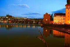 façade d'une rivière de Prague de constructions Image stock