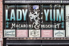 Façade d'usine de Madame Yum de Macarons à Seattle, Washington, Etats-Unis photo stock