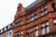 Façade de brique rouge sur un bâtiment Photo stock