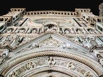 Façade de cathédrale de l'Italie Florence la nuit Photographie stock libre de droits
