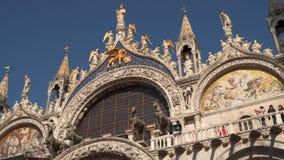 Façade de cathédrale du ` s de St Mark de l'Italie Venise banque de vidéos