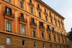 Façade de construction à Rome Photos stock