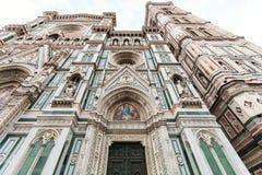 Façade de Florence Cathedral dans le matin Photo stock