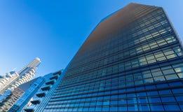 Façade de gratte-ciel Constructions de Berlin Silhouettes en verre modernes des gratte-ciel Photographie stock