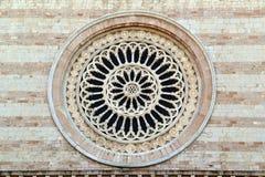 Façade de l'église principale d'Assisi, Italie Photographie stock