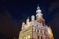 Façade de l'hôtel de ville de la Renaissance la nuit photographie stock libre de droits