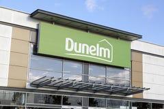 Façade de magasin de Dunelm avec un fond de ciel bleu Photo libre de droits