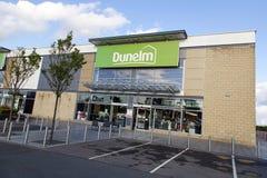 Façade de magasin de Dunelm avec un fond de ciel bleu Image stock