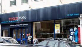 Façade de magasin de métro de Tesco images stock