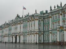Façade de musée d'ermitage en Russie image libre de droits
