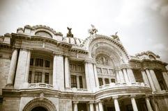 Façade de Palacio de Bellas Artes au Mexique, ville Photos stock