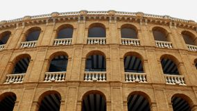 façade de style espagnol de tauromachie à Valence, Espagne banque de vidéos