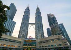 Façade de tour de Petronas en Kuala Lumpur, Malaisie Photo libre de droits