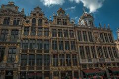 Façade de vieux bâtiments typiques dans Grand Place de Bruxelles photos stock