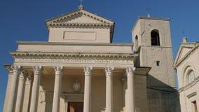 Façade des Di République de Saint-Marin de basilique d'église catholique banque de vidéos