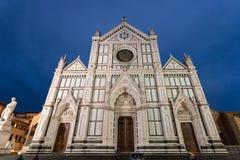 Façade des Di Santa Croce de basilique dans la nuit Photo stock