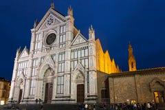 Façade des Di Santa Croce de basilique dans la nuit pluvieuse Image libre de droits