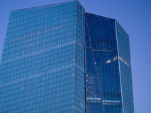 Façade des sièges sociaux de la Banque Centrale Européenne à Francfort Images libres de droits