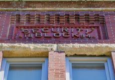 façade du 19ème siècle d'immeuble de brique Photographie stock libre de droits