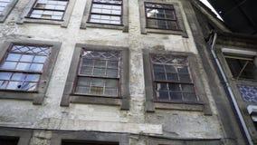 Façade du bâtiment abandonné banque de vidéos