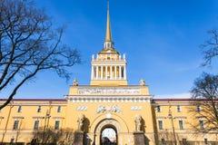 façade du bâtiment d'Amirauté dans le St Petersbourg Image stock