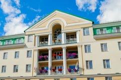 Façade du bâtiment d'hôtel de Volkhov de quatre étoiles dans Veliky Novgorod, Russie Photo libre de droits
