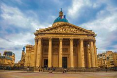 Façade du Panthéon dans le style néoclassique, avec le dôme et les colonnes à l'entrée à Paris images stock