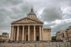 Façade du Panthéon dans le style néoclassique, avec le dôme et les colonnes à l'entrée à Paris image stock