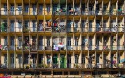 Façade du vieux bâtiment résidentiel à Yangon Photographie stock libre de droits