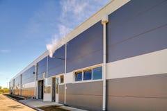 Façade en aluminium sur le bâtiment industriel photos stock