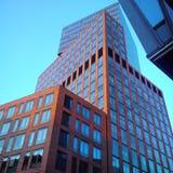 Façade en verre d'immeuble de bureaux Images libres de droits