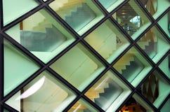 Façade en verre d'un bâtiment moderne Photo stock