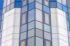 Façade en verre d'un gratte-ciel moderne photos stock