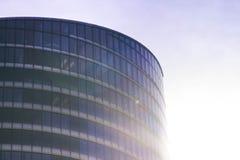 Façade en verre d'un immeuble de bureaux Photographie stock libre de droits