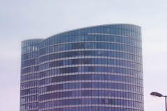 Façade en verre d'un immeuble de bureaux Photos stock