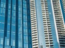 Façade en verre urbaine d'un bâtiment Images stock