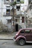 Façade et oldtimer de La Havane Images libres de droits