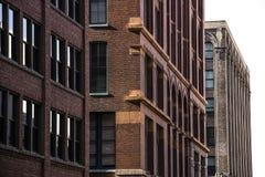 Façade extérieure des bâtiments 1900 pré-modernes de local commercial de message publicitaire de style architectural du ` s du ce Images stock