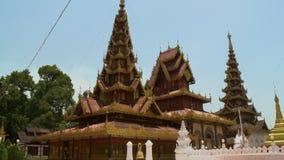 Façade extérieure et conception d'un temple bouddhiste clips vidéos