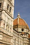 Façade fleurie du Duomo de Florence Image stock