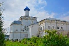 Façade latérale de l'église de l'éloge de la mère de Dieu dans le monastère de Danilov de trinité dans Pereslavl-Zalessky, Russie Images libres de droits