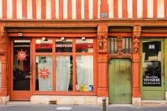 Façade médiévale de maison excursions france Image stock