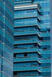 Façade moderne d'immeuble de bureaux Photos stock